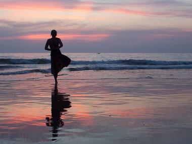 Healthy holiday - Yoga op het strand in Zeeland